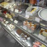 マロニエ洋菓子店 - ショーケース