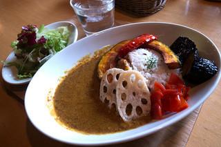 カフェオットー シクロ - 「彩り野菜カレー」(900円)。メニューの写真より彩り鮮やか。