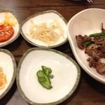韓味楽 - パンチャン(食べてしまい・・・)、砂肝炒め