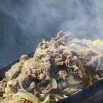グリルハンター - 薄切り牛肉と北海道産玉ねぎの鉄板焼きパスタ。ご飯が進むおいしさです。