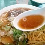 18083874 - 典型的な中華そばのスープ