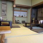 甘味茶蔵 真盛堂 - 和室の店内
