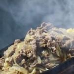 グリルハンター - 薄切り牛肉と北海道産玉ねぎの鉄板焼きパスタ