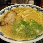 博多麺房 赤のれん - らぁめん: 700円