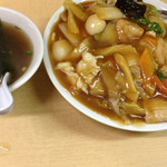 上海 - 中華丼(680円)