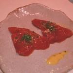 18092197 - 芥子醤油に一時漬けこんだ初鰹。美味いネエ。