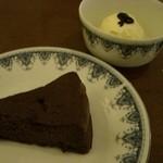 room - チョコケーキ、バニラアイス