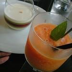 グッチ・カフェ - ズッパイングレーゼ&フレッシュオレンジジュース