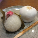茶の子 - 桜もち(つぶあん)と梅上用まんじゅう