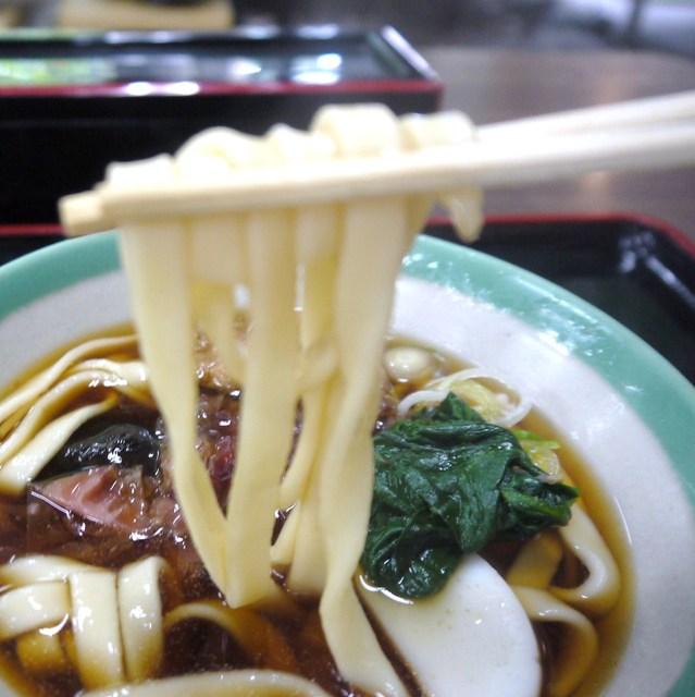 宮きしめん 神宮店 - こんな麺です