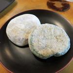 御菓子司かさ國 - 高野山名物のやき餅 草やき餅 各105円
