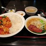 18106935 - トマトと玉子丼+ミニラーメン