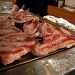 COWCOW - ロースターで焼かれるお肉