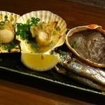 寿司ろばた 八條 - 浜焼き3種盛り合わせ(蟹味噌甲羅焼・ししゃも5尾・殻付き帆立2枚)