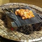 寿司ろばた 八條 - 塩辛の炭火焼き(お通し)