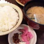 矢場とん - 定食:御飯/味噌汁/漬物