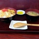 たるまい軒 - 玉子丼(味噌汁付) 450円