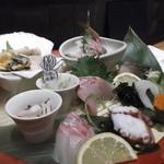 海鮮酒場はたはた - お造り盃大漁盛り合わせ二人前980円。圧巻です!