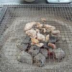 多加蔵 - 地鶏の炭火焼き中(^。^)