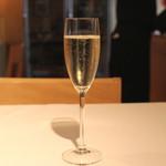 高田馬場 イタリア料理 フラットリア - Valdobbisdene Prosecco Superiore DOCG
