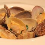 高田馬場 イタリア料理 フラットリア - 浜名湖産 あさりの白ワイン蒸し のアップ