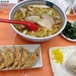 Doutomborikamukura - おいしいラーメンと餃子、オニギリのセット 800円