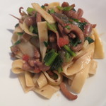 L'API - パスタ タリアテッレ、スルメイカと青菜のソース