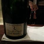 18124381 - 今回グラスで頂いたのは、マグナムボトルで、シャルドネ100%のブラン・ド・ブランでありますね。
