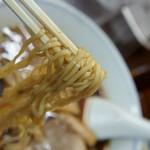 真砂そば - 2-2)中華そばの麺アップ