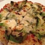 18127392 - アボカドとタルタルソースのピザ