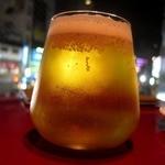 グスタヴォ - 生ビールのグラスは面白い形