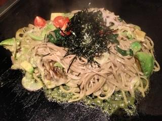 京ちゃばな 新大阪駅店 - アボカド黒焼きそば