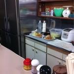 フジランチ - 家庭用見たいな厨房。