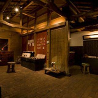 囲炉裏のある落ち着いた雰囲気のお店!築200年の趣を・・・・