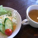 18142352 - オムライスセットのサラダとスープ。