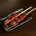 本格炭火焼鳥 ちどり - 【レバー】大きくカットしたレバーを秘伝のタレで。(2本)280円