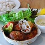 メルシーキッチン - 料理写真:煮込みハンバーグトマトソース