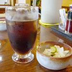 広ちゃん飯店 - アイスコーヒーと香の物