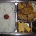 うまかもん市場 - 料理写真:当店自慢の特製からあげ弁当334円