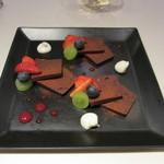 ブラッスリー エディブル - ベルギーチョコレートのテリーヌ アマレットクリーム添え