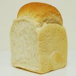 ダーシェンカ - 山型食パン《1/2》(\350、2013年3月)