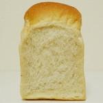 ダーシェンカ - 山型食パン《1/2》(カット面、2013年3月)