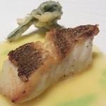 リストランテ ウミリア - 横浜の未来コース 天然真鯛のソテー バターソース 季節野菜のフリット添え