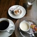 18164195 - ランチ デザートとコーヒー