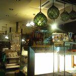 広小路キッチンマツヤ - とてもレトロな店内。それは電飾によるものでしょう^^