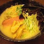らんたん - 噂の【裏メニュー】の鶏白湯スープの【ラーメン】。