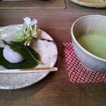 茶房 - 桜餅と抹茶セット1,000円。