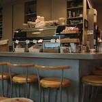 モカンボクラブ - カフェなのに沢山在るカウンター席