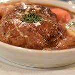 La Kasuga - カレーソース煮込みハンバーグステーキ ポーチドエッグ添え