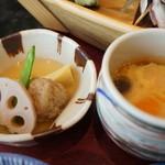 すし処 絲魚 - 炊き合わせと、温泉玉子風茶碗蒸し